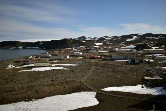Antarctique: fort séisme près d'une base chilienne, levée de l'alerte au tsunami