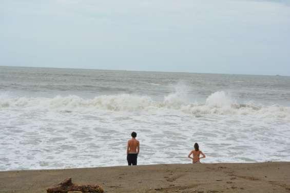 Des vagues tentatrices à la Roche Percée, où la baignade est restée interdite