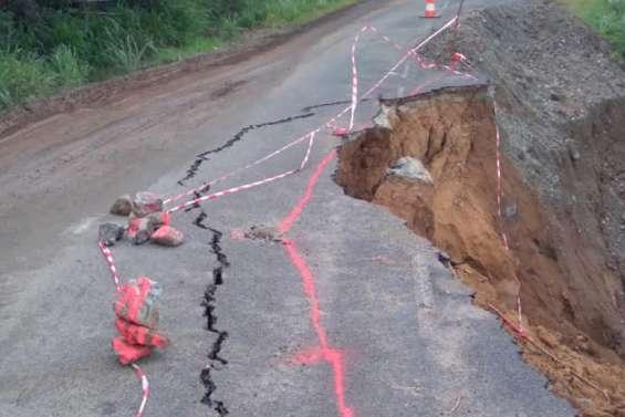 Au nord de Pouébo, la route est toujours interdite aux bus, engins et poids lourds