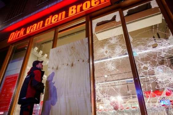 Virus: 2e nuit d'émeutes aux Pays-Bas, Biden entrevoit l'immunité collective