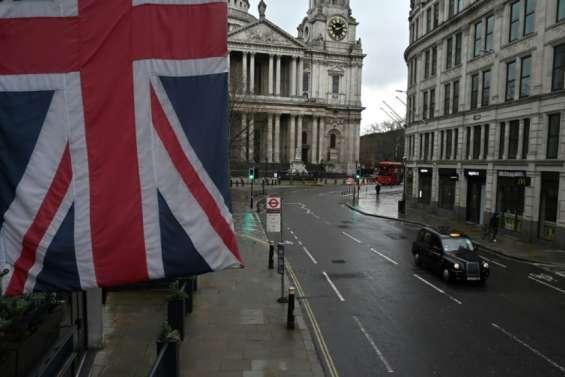 Royaume-Uni: le taux de chômage grimpe à 5% pour la première fois depuis 2016