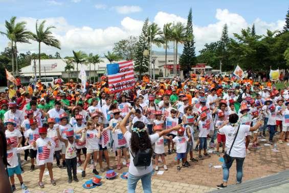 Païta : Les enfants des centres de vacances ont défilé dans les ruesen musique