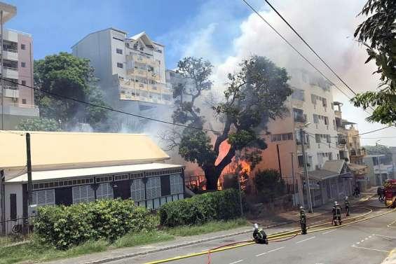 [VIDEO] L'incendie au Quartier-Latin est maîtrisé