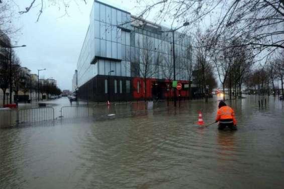 Inondations du sud-ouest: une lente décrue
