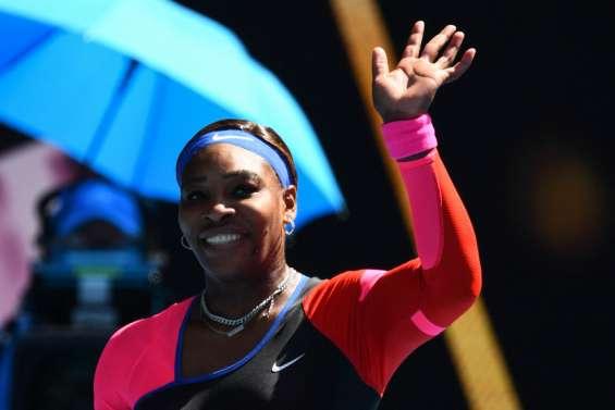 Serena Williams vacille mais reste en course à Melbourne