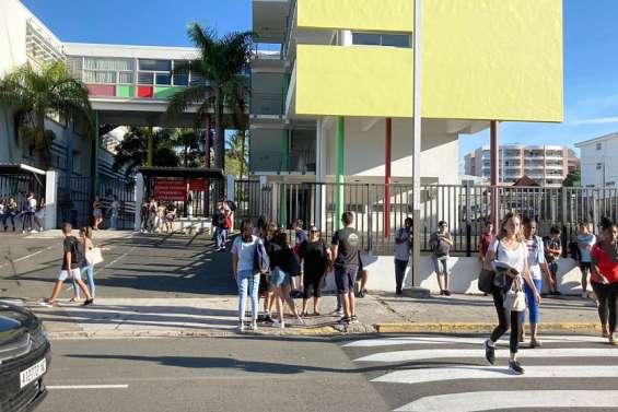 La rentrée scolaire en images : 65 000 élèves en classe ce matin