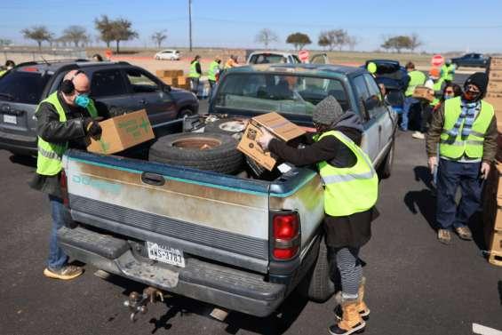 Les Texans, transis de froid, manquent d'eau potable