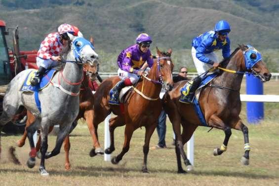 Des jockeys en route pour le Caillou
