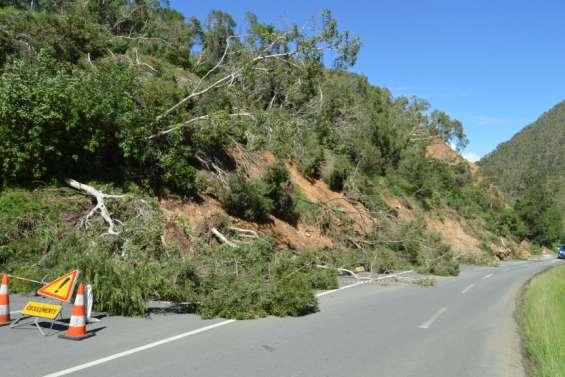 La conduite d'eau a cédé route de Katiramona, trois lotissements bientôt privés d'eau