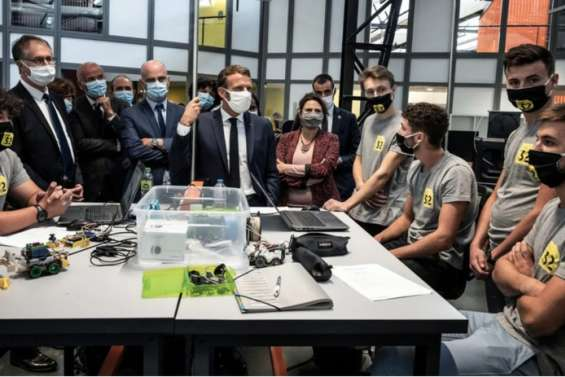 Macron en Seine-Saint-Denis pour promouvoir le mentorat