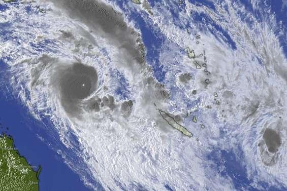 [GROS PLAN] Le cyclone Niran devrait frapper très fort