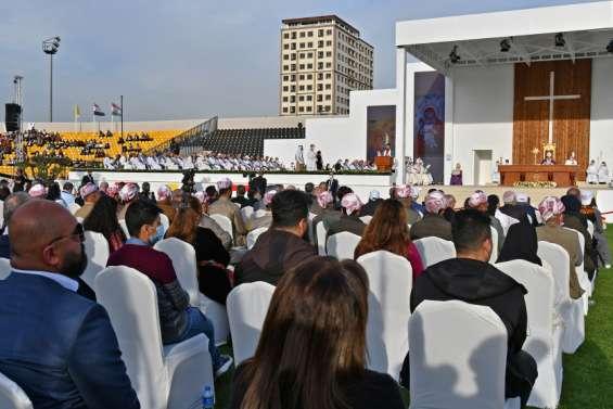 Le pape conclut sa visite historique devant des milliers de fidèles
