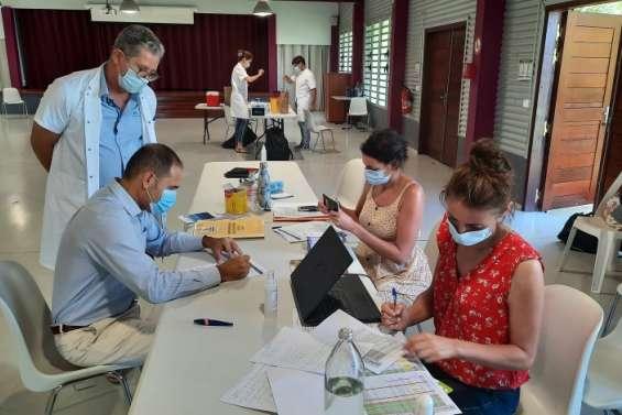 Première séance de vaccination à Boulouparis