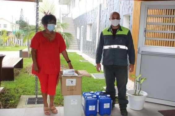 La SLN distribue des kits sanitaires à Poya