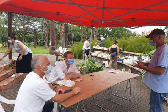 Une action pour la réouverture du marché municipal de La Foa