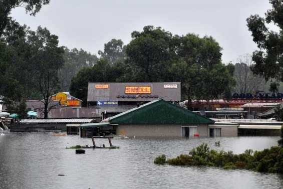 Les zones inondées s'étendent, nouvelles évacuations prévues
