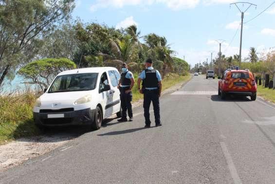 Les gendarmesfont respecter les gestes barrières à Ouvéa