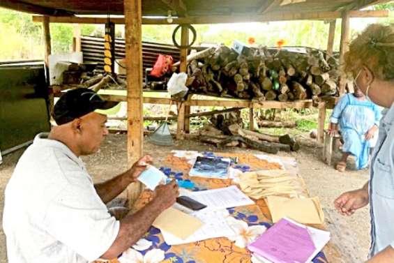 La province distribue des sachets solidaires dans les squats de Nouméa et de Dumbéa