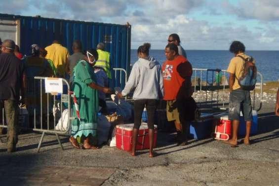 Solidarité à Nengone: deux containersremplis