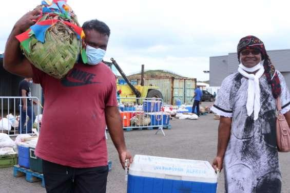 Des produits frais de Nengone pour les familles de Maré bloquées à Nouméa