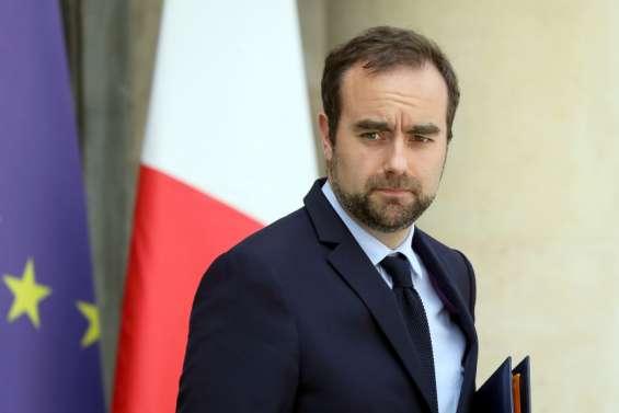 Sébastien Lecornu s'adresse aux salariés de l'usine du Sud et aux signataires de l'accord du 4 mars