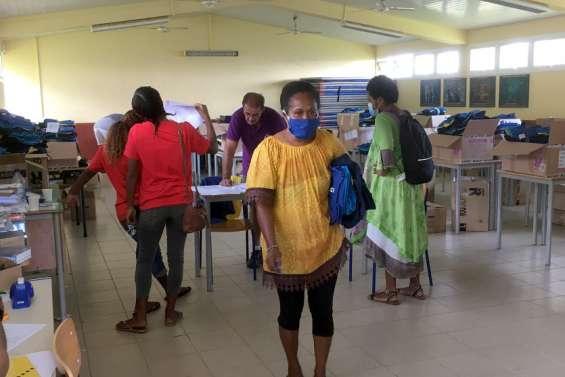 La distribution des nouvelles tenues a débuté au collège