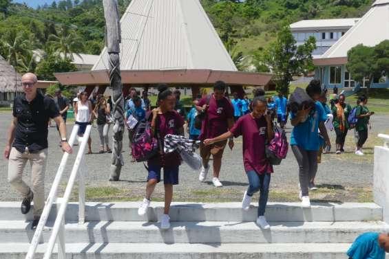 Reprise des transports scolaires et réouverture des internats de la province Nord