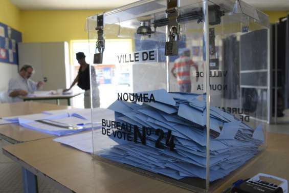 Référendum: l'État prend acte, les non-indépendantistes préviennent
