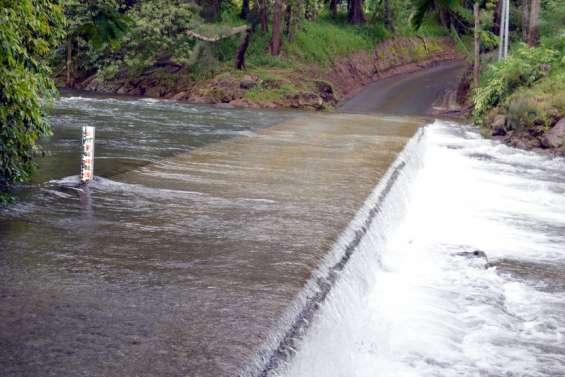Troisradiers inondés et impraticables à Dumbéa rivière