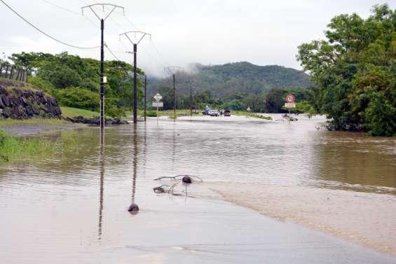 Des routes coupées à Bourail, Canala et Thio