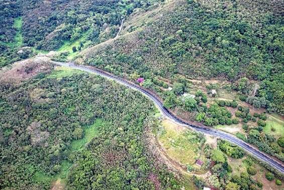 Un éboulement au col de la Pirogue, la circulation possible sur une seule voie