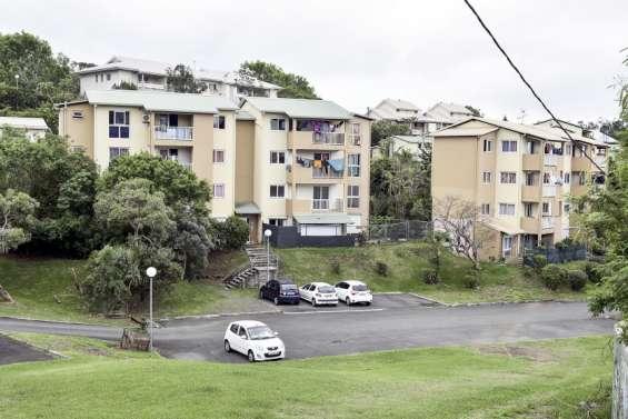 Incendie d'un appartement à Magenta, trois personnes arrêtées et placées sous contrôle judiciaire