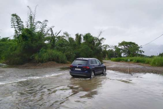 Des radiers et le pont de la Negropo toujours submergés