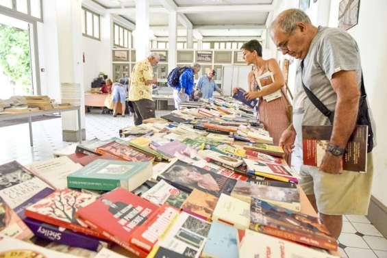 Des livres déclassés à vendre à petits prix samedi