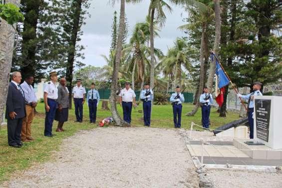 Les gendarmes honorent les morts de 1988