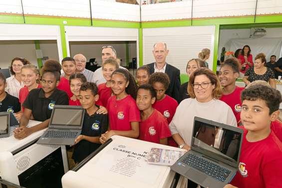 Vingt-deux ordinateurs remis à des cinquième du collège Djiet