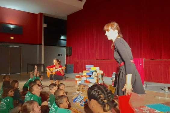 Le spectacle Pas à Pas joué devant cinquante enfants