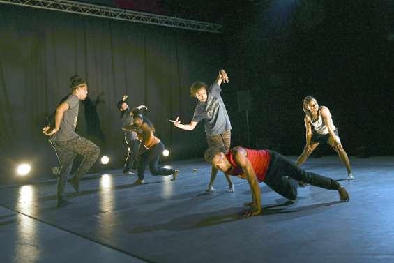 Dumbéa : le studio 56 accueille la compagnie Moebius Danse