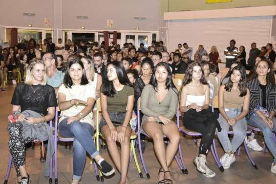 Les diplômés 2020 de retour au collège pour fêter leur réussite