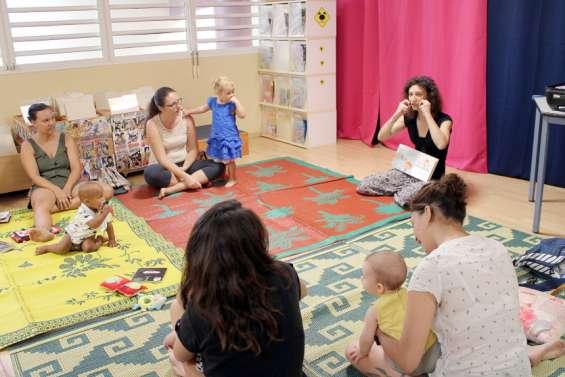 Bébé signe, l'atelier qui aide les parents à mieux communiquer avec leurs enfants