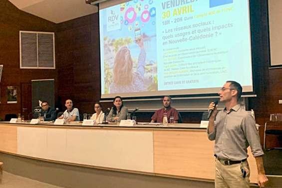 Une conférence sur les réseaux sociaux à l'UNC