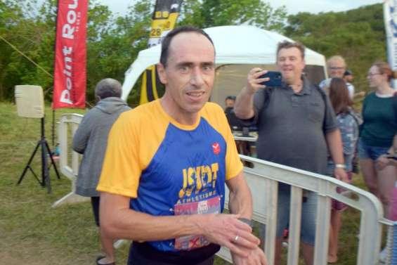 Sports : Natalia Prado et Oswald Cochereau remportent l'Axians Néa City Trail