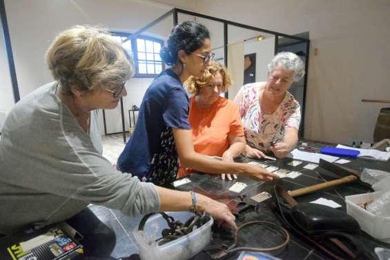 Ces bénévolesqui font vivre le site historique du bagne de l'île Nou