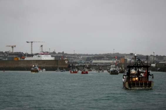 Pêche post-Brexit: des navires de guerre britanniques déployés à Jersey