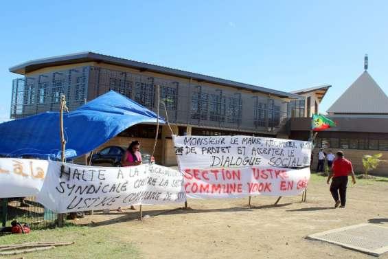 La grève de l'USTKE se poursuit à la mairie de Voh