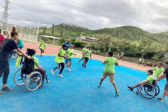 Au collège, du rugby adapté pour favoriser l'inclusion d'élèves handicapés