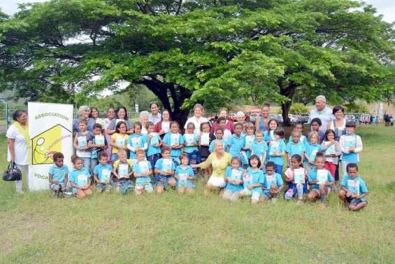 La distribution de dictionnaires a débuté dans les écoles de la province Sud