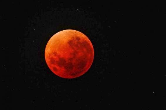 Une éclipse de Lune en ouverture de saison