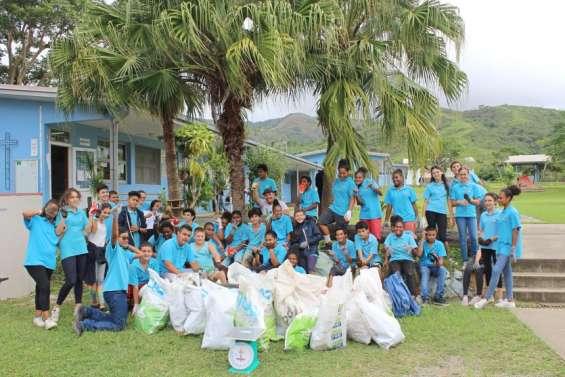 Les élèves du Sacré-Cœur collectent 55kg de déchets en une heure