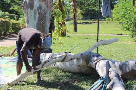 Des sculpteurs redessinent lecentrePomémie